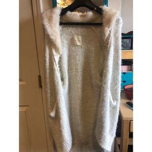 Off white cardigan with faux fur neckline